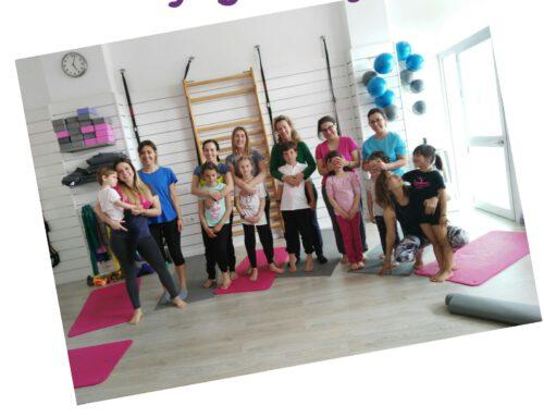Yoga en familia con Fisiobahía femme
